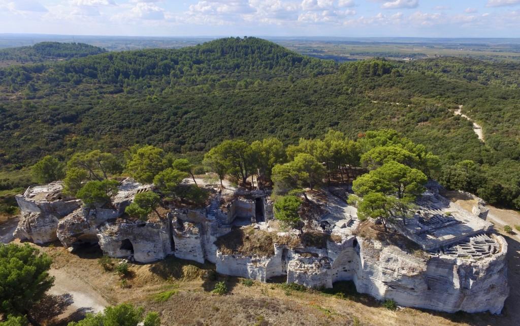 Vue aérienne du rocher retaillé